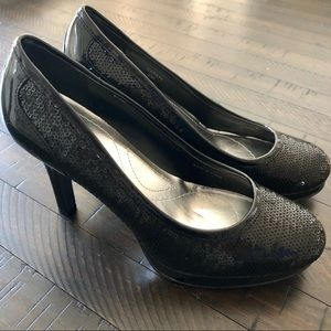 NWT Tahari Cheryl Black Sequin Patent Leather Heel